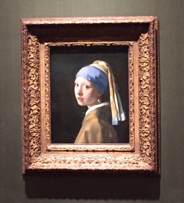 Girl with a Pearl Earring by Vermeer - @ Mauritshuis
